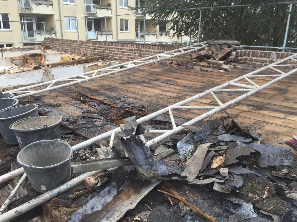 Entkernung des Dach unseres Backstein Hinterhauses