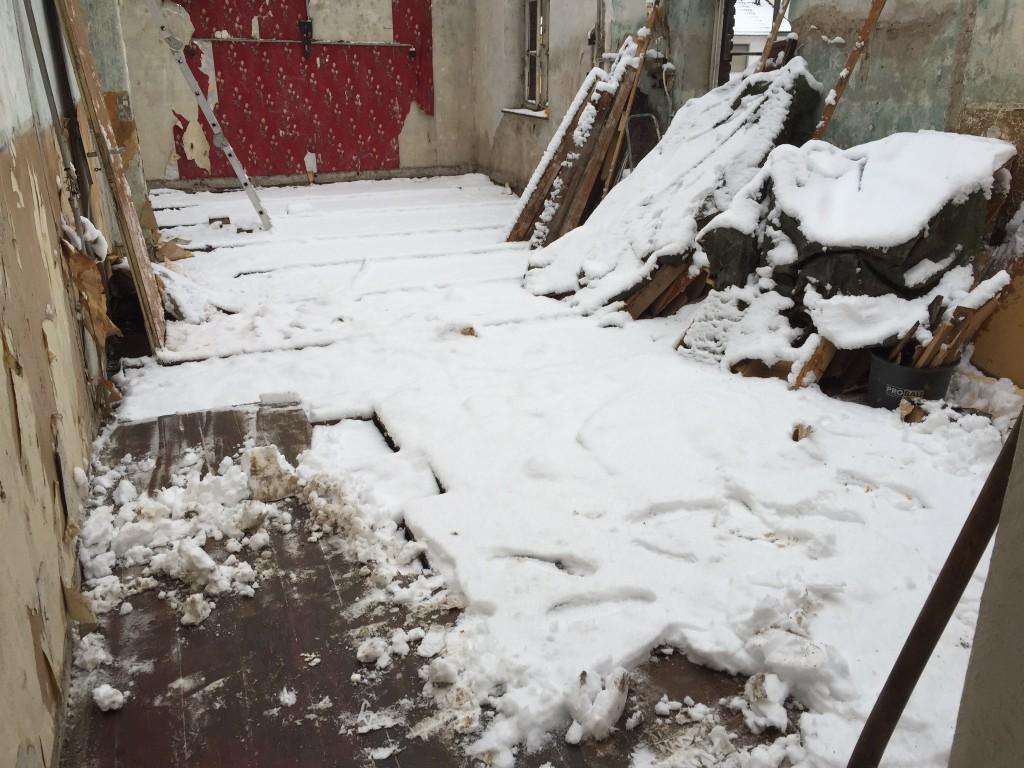 Schnee im OG unseres Backstein Hinterhauses