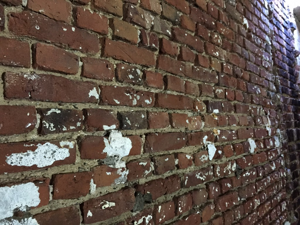 Wandsanierung Backstein Loft mit Hochdruckreinier und Borhammer